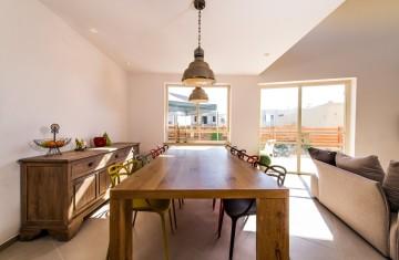 4שולחן פינת אוכל מעץ